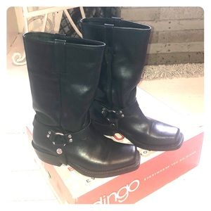Dingo leather boots with removable harness